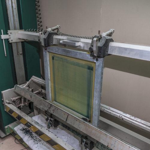 Автоматическое нанесение эмульсии гарантирует высокое качество печати