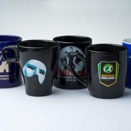 Деколь на черных чашках