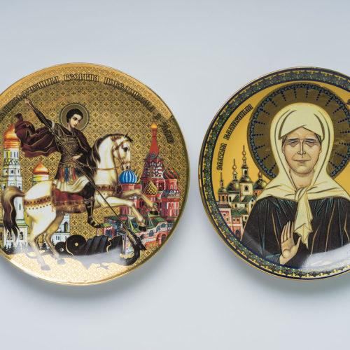 Тарелка с золотой деколью